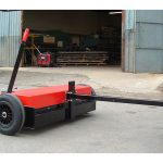 Solid tyres and ride height adjustment make the towable magnetic sweeper suitable for industrial conditions